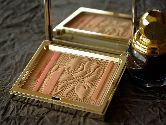 makeup-1078417_640
