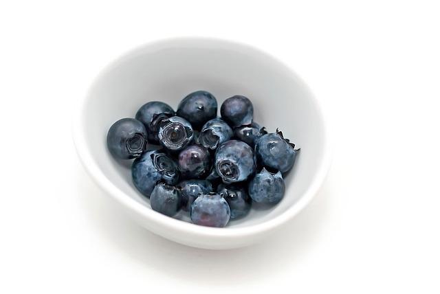 blueberries-1112169_640